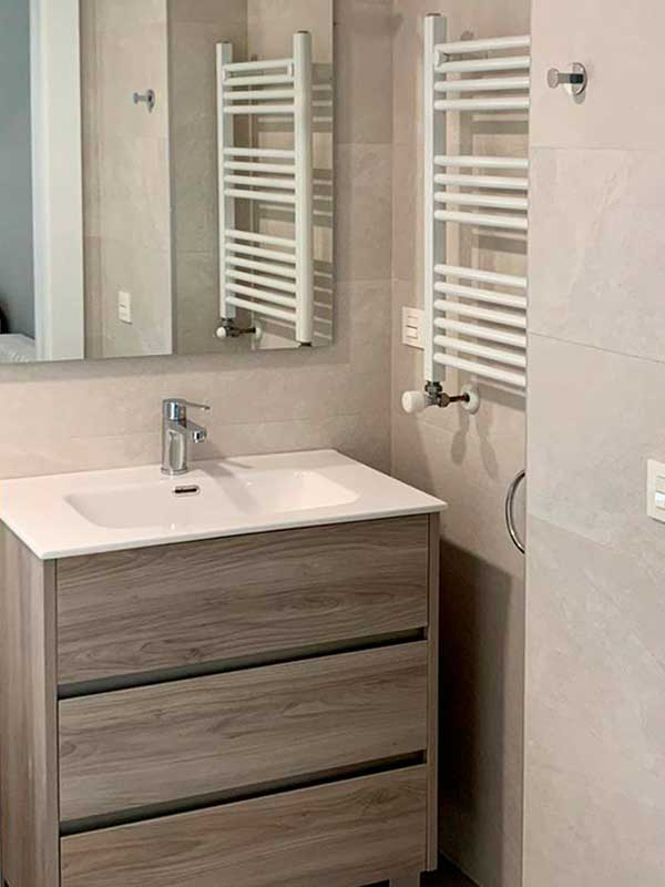 8-reforma-vivienda-pamplona-ensanche-reforma-baño-radiador-lavavo