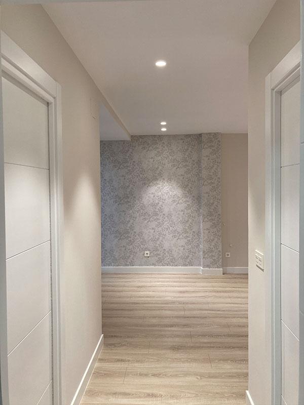 pasillo-hall-papel-pintado-pared-reforma-pamplona-rehabilitación-ensanche