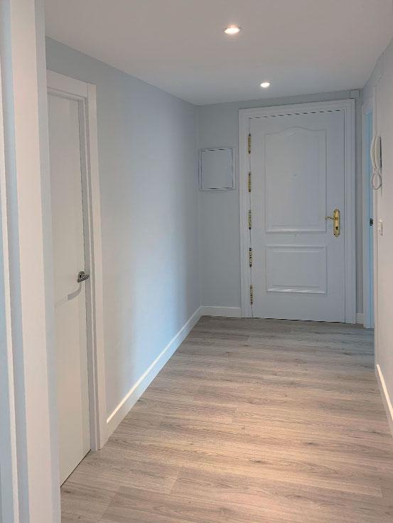 pasillo-entrada-pintura-reforma-integral-vivienda-en-villava-navarra