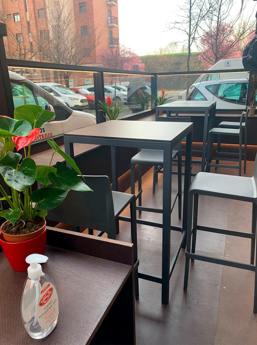 foto-vertical-instalación-terraza-en-pamplona-san-jorge-bar-hostelería-reforma