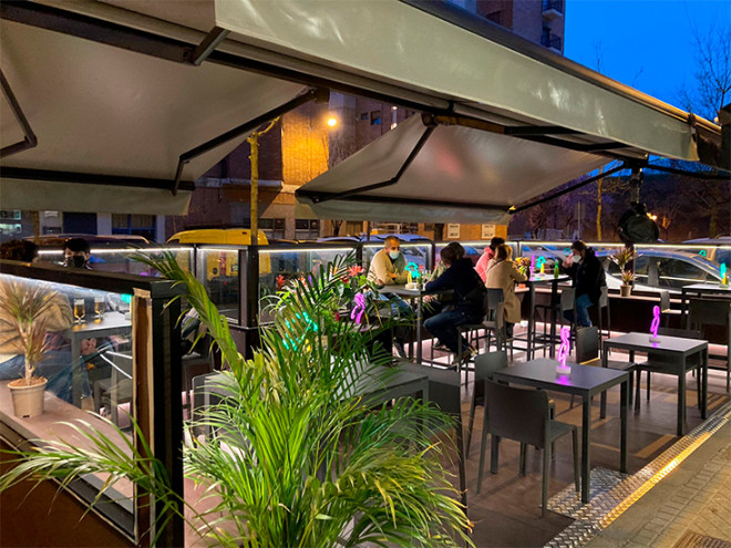 noche-instalación-terraza-en-pamplona-san-jorge-bar-hostelería-reforma